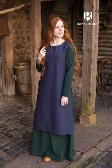 Colorful combination of Overdress and Underdress
